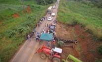 Fazendeiros interditam PA-275 durante protesto, em Parauapebas (Reprodução/ TV Liberal)