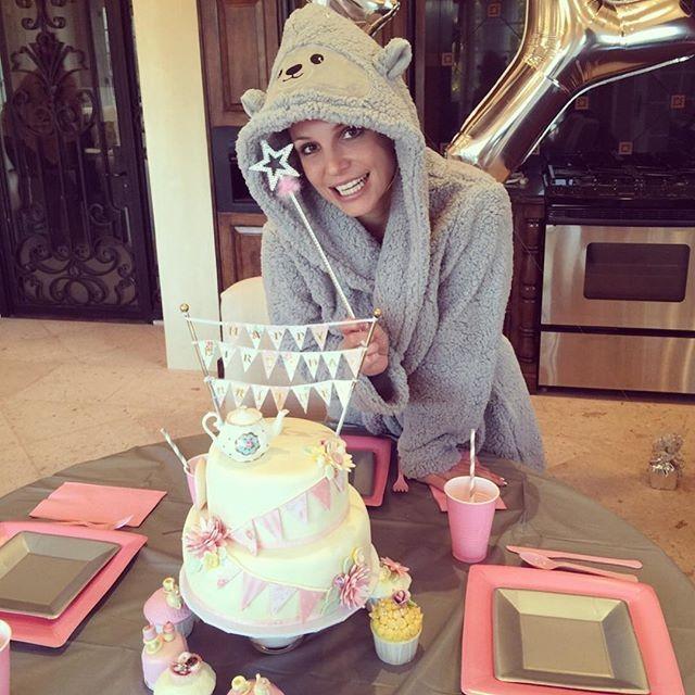 Britney Spears ganha festa de aniversário surpresa  Você já Sabia