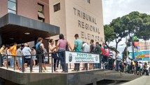 Cadastramento de eleitores gera filas (Felipe Ramos/G1)