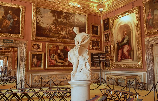 The showspace for Gucci Cruise 2018 was the Palatine Gallery of the Pitti Palace in Florence (Foto: COURTESY OF GUCCI. PHOTOGRAPH BY RONAN GALLAGHER)