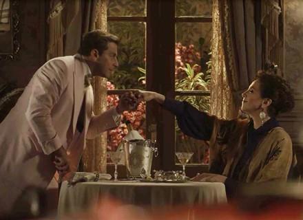 Teodoro dá em cima de Celeste Hermínia e deixa personagem de Marisa Orth surpresa