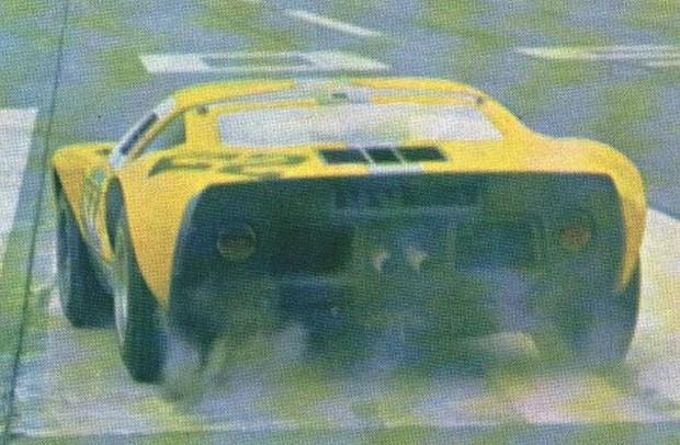 A segunda e última vitória do GT 40 no Brasil – Festival de Recordes em Cumbica, com Sergio Mattos. (Foto: Reprodução/Revista Auto Esporte)