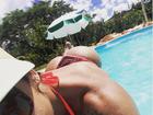 Priscila Pires mostra bumbum perfeito em foto na piscina