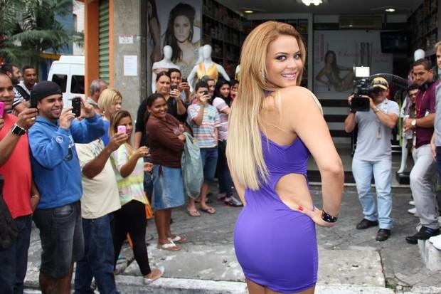 Geisy Arruda causa tumulto em São Paulo (Foto: Fernanda França e Thais Aline / Ag. Fio Condutor)