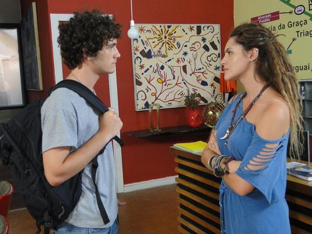 Dinho procura Valentina e pede para a gringa sumir de sua vida (Foto: Malhação / Tv Globo)