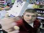 Americano invade loja, pega cigarros e deixa US$ 6 como pagamento