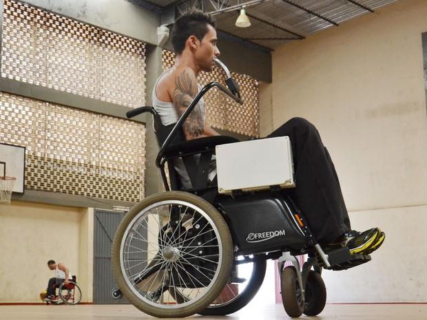 Cadeira custará cerca de R$ 6 mil no Brasil; no exterior, custa R$ 70 mil. (Foto: UEL/Divulgação)