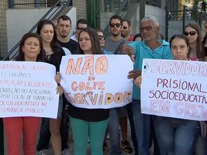 Servidores socioeducativos protestam em Juiz de Fora (Foto: Reprodução/TV Integração)