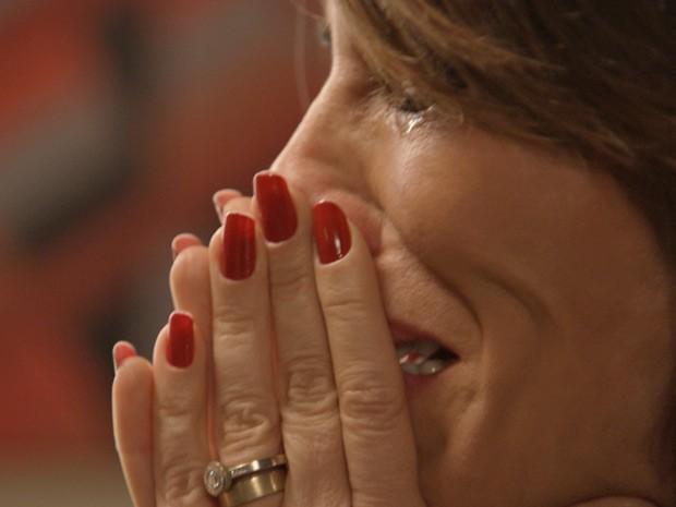 Beatriz sofre no cativeiro (Foto: TV Globo)
