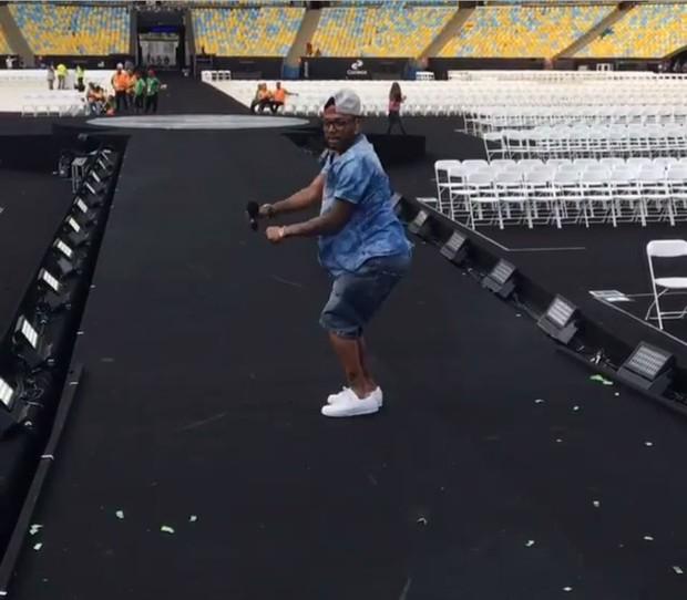 Nego do Borel se diverte em ensaio do encerramento da Paralimpíada (Foto: Reprodução/Instagram)