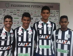 Os quatros jogadores emprestados pelo América já vestem a camisa do Figueirense (Foto: Divulgação)