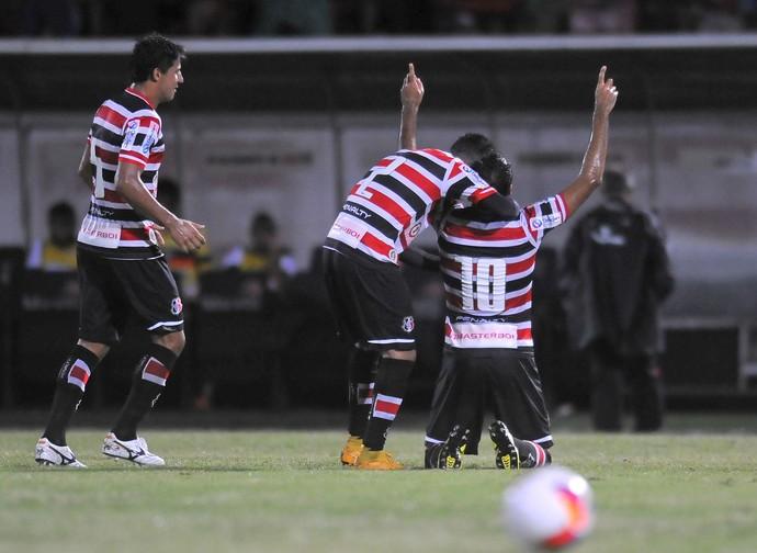 santa cruz x atlético-go (Foto: Adelson Carneiro / Pernambuco Press)
