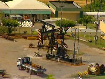 Homem morre esmagado por caçamba em polo de petróleo em SE (Foto: Reprodução/TV Sergipe)