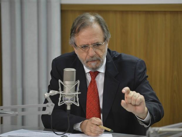 Miguel Rossetto, ministro-chefe da Secretaria Geral da Presidência, fala no Bom Dia Ministro (Foto: José Cruz/Agência Brasil)