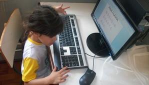 Objetivo é criar oportunidades para o acesso de adolescentes à tecnologia da informação e à cultura digital (Divulgação)