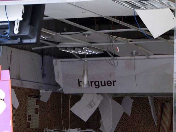 Unidade ficou destruída após explosão (Foto: Imagem/TV Bahia)
