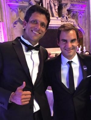 Marcelo Melo e Roger Federer no jantar dos campeões em Wimbledon (Foto: Divulgação/Instagram )