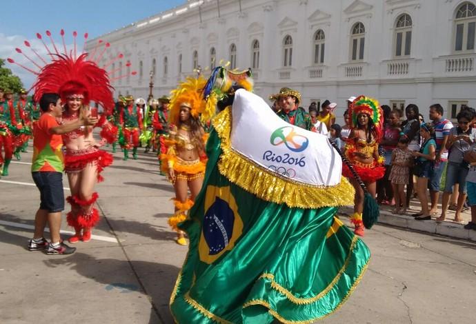 Brincadeira de bumba meu boi faz festa em São Luís na festa do revezamento da Tocha Olímpica (Foto: Afonso Diniz / Globoesporte.com)