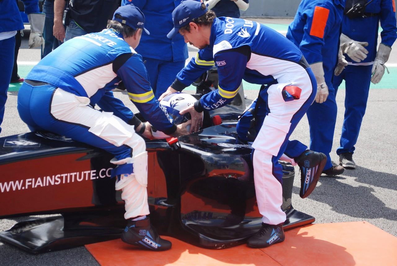 Preparativos para o simulado com piloto no cockpit  (Foto: Divulgação/Conexão Saloma/Marcos Amaral)