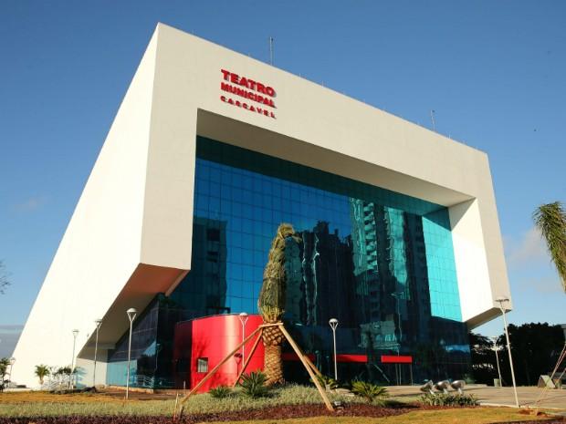 Obra do Teatro Municipal de Cascavel, no oeste do Paraná, foi iniciada em 2000; estrutura contra com seis andares (Foto: Prefeitura Municipal de Cascavel / Divulgação)