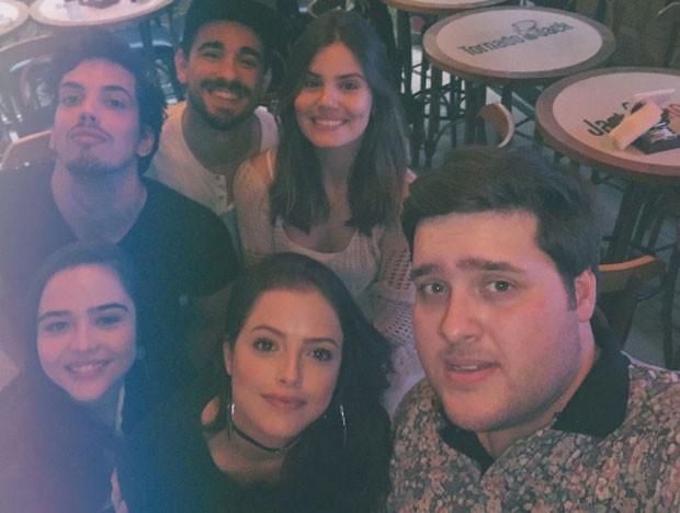 Felipe de Carolis, Giuliano Laffayette, Camila Queiroz, Bella Piero, Agatha Moreira e Felipe Hintze   (Foto: Reprodução)