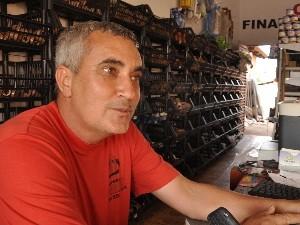 Sebastião Mendonça é comerciante e foi um dos manifestantes que não queriam a ida do cédio-137 para Abadia de Goiás (Foto: Adriano Zago/G1)
