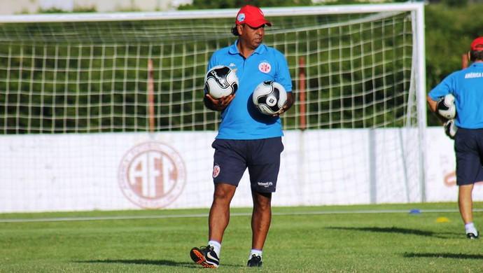 Moura - gerente de futebol e técnico interino do América-RN (Foto: Canindé Pereira/América FC)