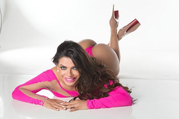 Suzy Cortez, sósia de Daniella Cicarelli (Foto: Woody Studio / Divulgação)