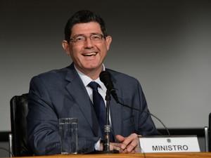 O ministro da Fazenda, Joaquim Levy, anuncia aumento de tributos nesta segunda-feira (19) (Foto: Agência Brasil)