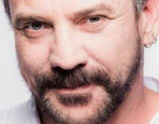 Guilherme Lopes tem mais de 30 anos de muita experiência na dublagem e na atuação (Foto: Divulgação)