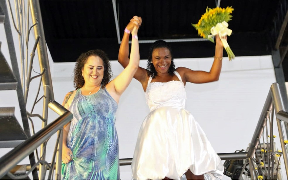 Noivas e noivos se uniram oficialmente em casamento coletivo LGBT, realizado no Recife — Foto: Aldo Carneiro/Pernambuco Press