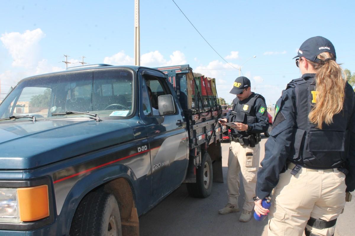 PRF intensifica fiscalizações nas rodovias federais em Petrolina durante a Operação República - G1
