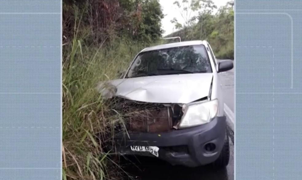Caminhonete bateu em carro  — Foto: Reprodução/TV Santa Cruz