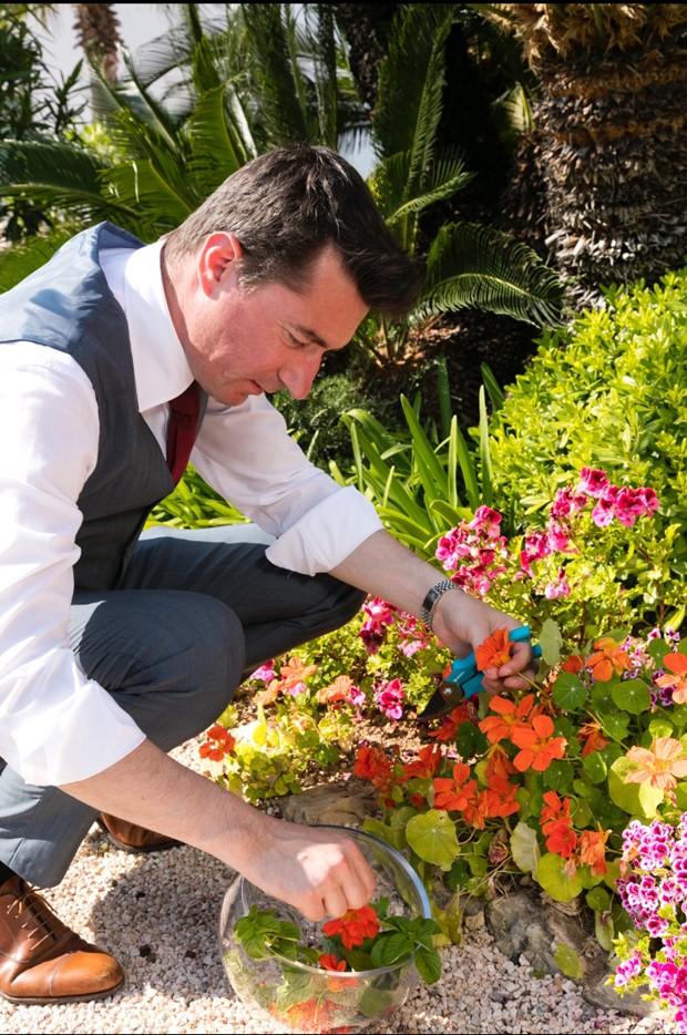 Emanuele Balestra em seu jardim aromático (Foto: Divulgação)