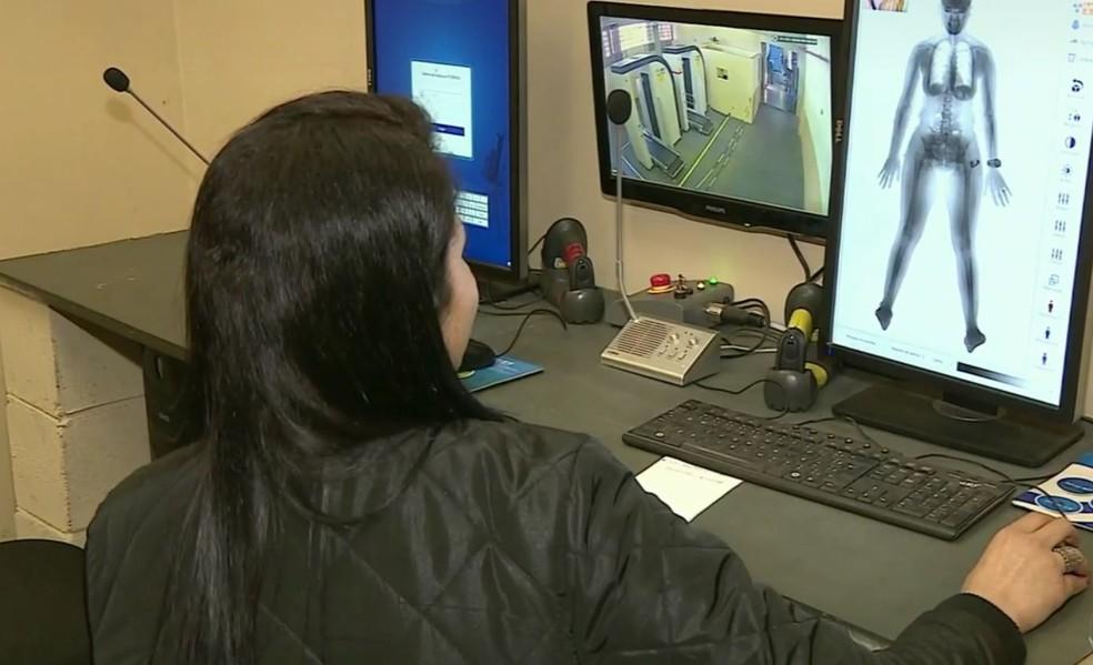 Scanner corporal instalado em Penitenciária — Foto: Ronaldo Oliveira/EPTV