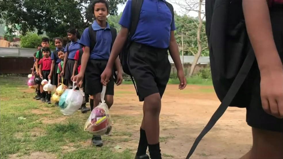 Escola na Índia em que as crianças pagam 'mensalidade' com plástico. Foto: Reprodução/BBC