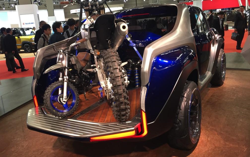 Conceito de picape da Yamaha leva 2 motos na caçamba; carro é exibido no estande da marca no Salão de Tóquio (Foto: Luciana de Oliveira/G1)