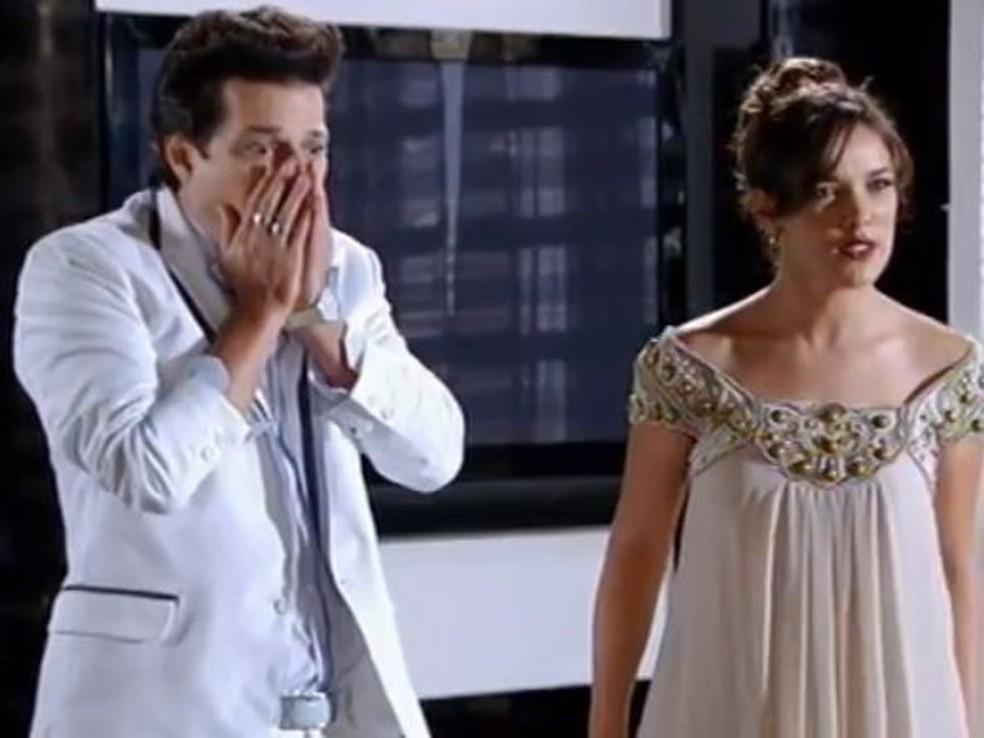 Crô fica chocado ao ver Patrícia jogar rato morto em cima de Tereza Cristina em 'Fina Estampa' — Foto: Globo