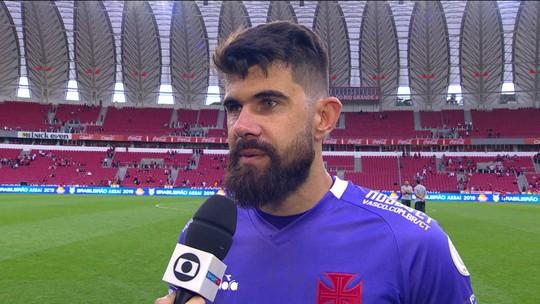 """Eleito craque do jogo, Fernando Miguel exalta vitória do Vasco no Beira-Rio: """"Momento importante"""""""