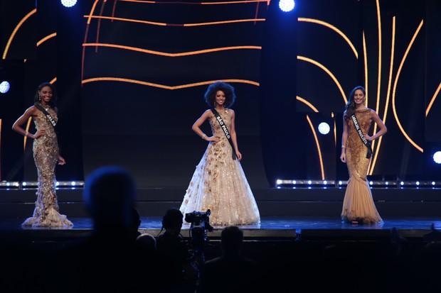 Karen Porfiro, no meio, é eleita a Miss São Paulo 2017 (Foto: Renata DAlmeida / EGO)