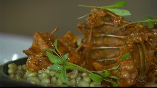 Veja como fazer receita com galinha de capoeira no Chef JPB