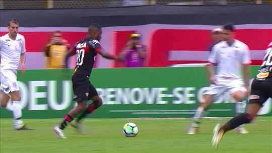"""Carpegiani lamenta mudança de postura do Vitória após abrir o placar: """"Nós afrouxamos"""""""