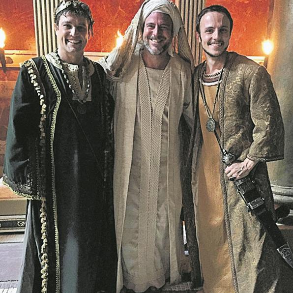 Alexandre Liuzzi (no centro) foi ao Marrocos gravar 'Jesus' com Alexandre Slaviero e Miguel Roncato. (Foto: Arquivo pessoal)