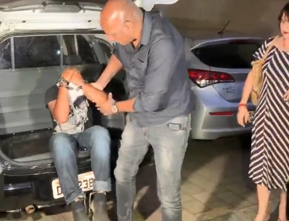 Suspeito foi preso e levado para a DDM de Rio Preto  — Foto: Renato Pavarino/G1