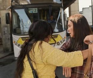 Regina Casé e Adriana Esteves em cena de 'Amor de mãe' | Reprodução