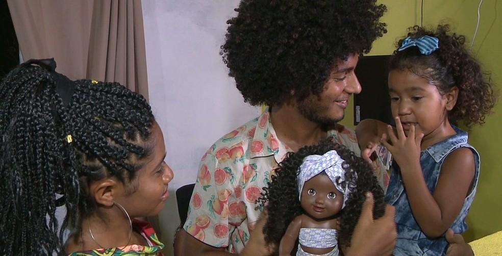 Natália, Paulo e Hadassa, em Cabedelo, na Paraíba — Foto: Reprodução/TV Cabo Branco