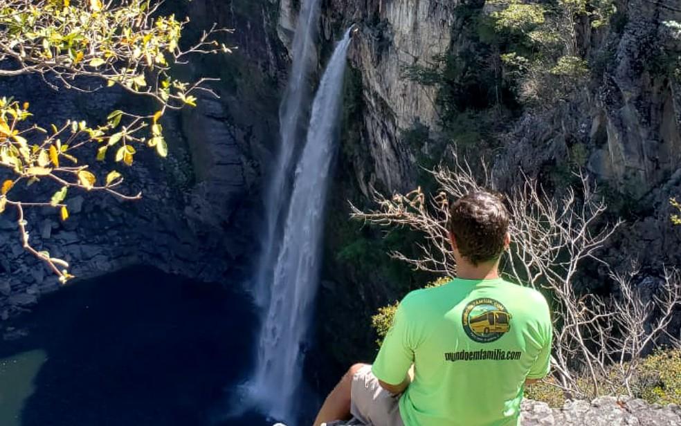 Rodrigo Nunes, de 38 anos, no mirante da Cachoeira dos Saltos, na Chapada dos Veadeiros (Foto: Rodrigo Nunes/Divulgação)