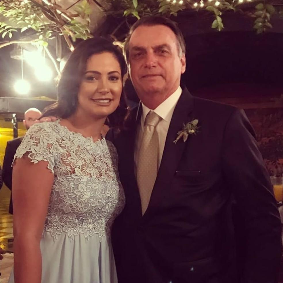 Jair Bolsonaro posta foto com Michelle em casamento de Eduardo e Heloísa — Foto: Reprodução/Instagram