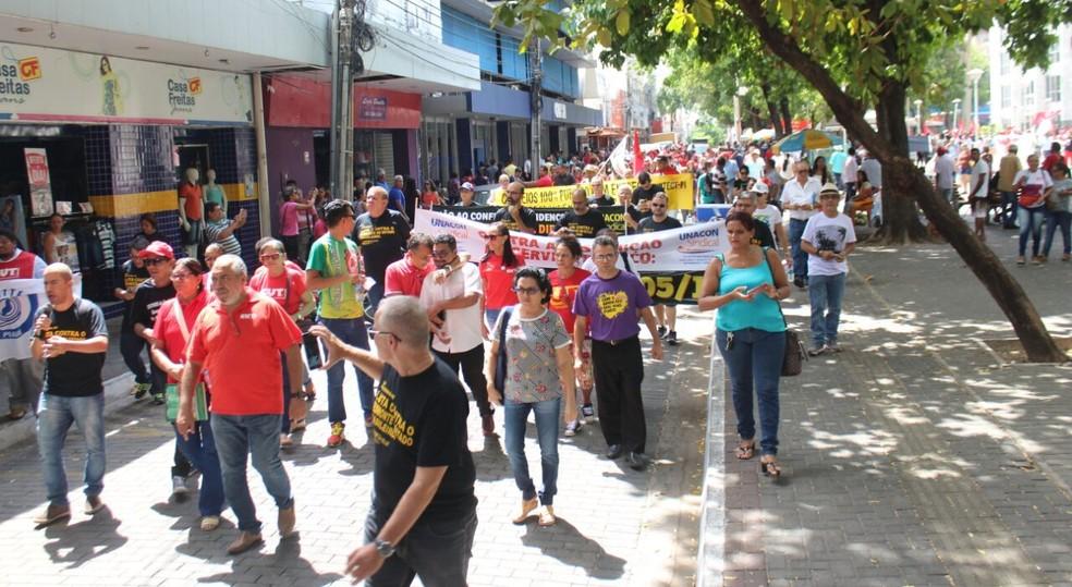 Grupo partiu em caminhada pelo Centro de Teresina às 10h (Foto: Junior Feitosa/G1)