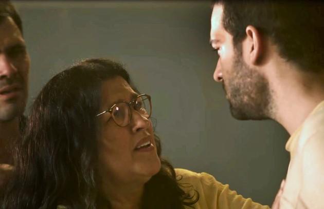 Na segunda-feira (9), Lurdes (Regina Casé) levará um celular clandestinamente para o presídio e o entregará para Sandro (Humberto Carrão) (Foto: Reprodução)
